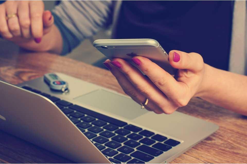Die moderne Frau von heute geht gerne mal ins Netz